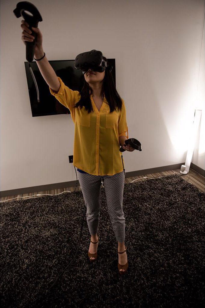 他们说上色有助于缓解压力. 在VR中画画怎么样?